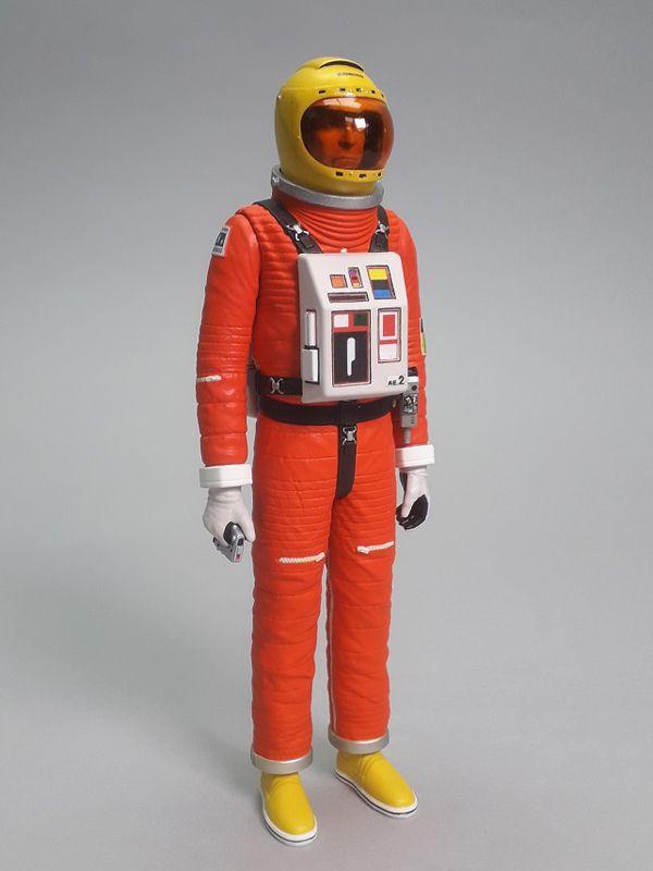 SPACE 1999 COMM KOENIG IN SPACESUIT ACTION FIGURE 16 CM