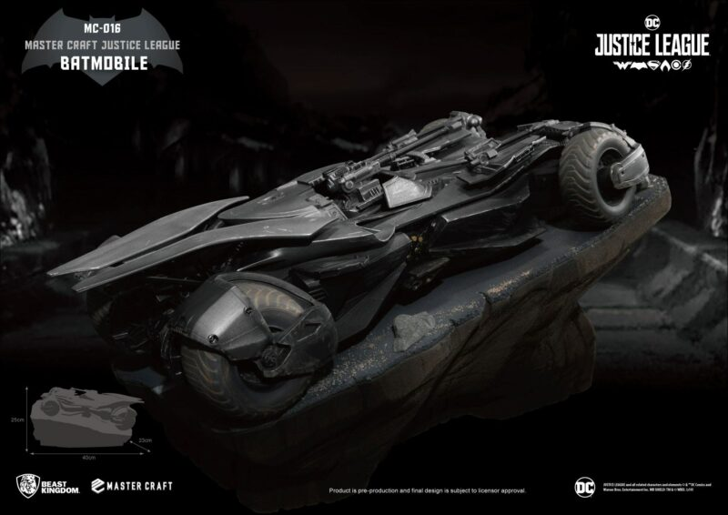 Justice League Master Craft Statue Batmobile 40 cm