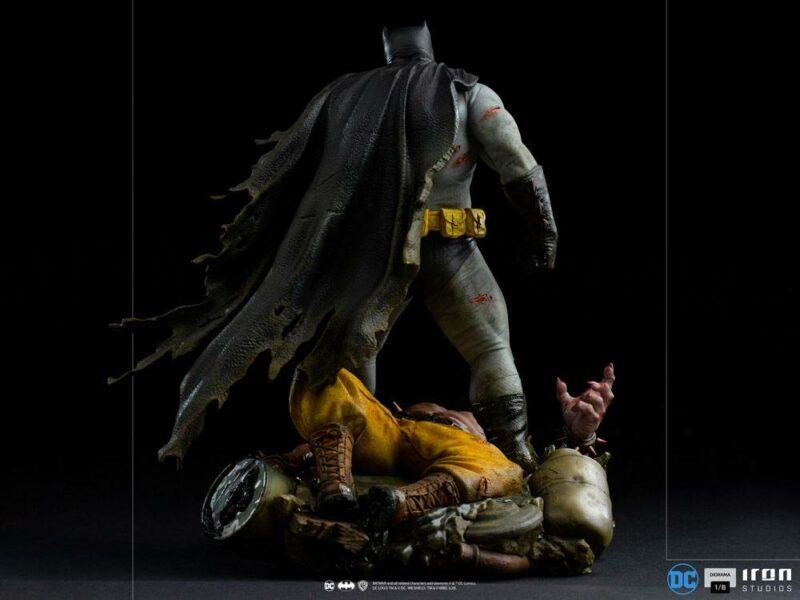 Batman: The Dark Knight Returns Diorama 1/6 Batman 38 cm