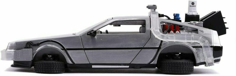 BACK TO THE FUTURE II: DELOREAN DIE CAST 1:24 WITH LIGHTS